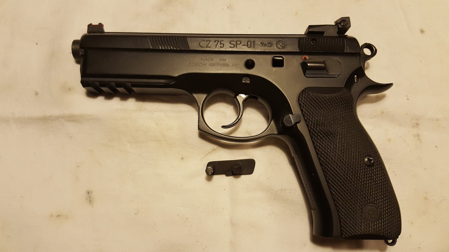 CZ 75 SP 01 venstre side
